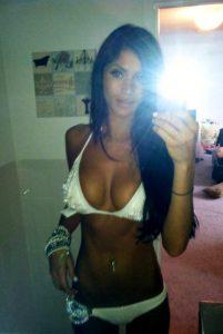 Femme chaude en live nue privé 21