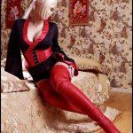 femme-en-cuir-et-cuissardes-photo-034