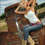 femmes-belles-en-cuissardes-cuir-018
