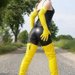 photo-de-femme-avec-des-bottes-ou-cuissarde-157
