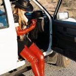 photos-femme-en-cuir-et-cuissardes-036