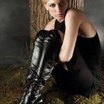 photos-femme-en-cuir-et-cuissardes-047