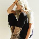 photos-femme-en-cuir-et-cuissardes-143