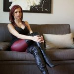 photos-femme-en-cuir-et-cuissardes-158