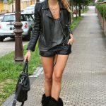 photos-femmes-cuir-cuissardes-020