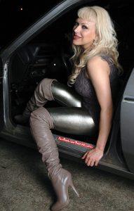photos-femmes-cuir-cuissardes-056
