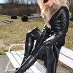 photos-femmes-cuir-cuissardes-125