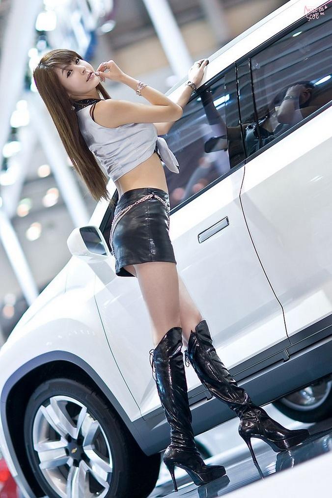 photos-femmes-cuir-cuissardes-155