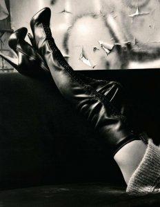 photos-femmes-en-cuir-et-cuissardes-sexy-014