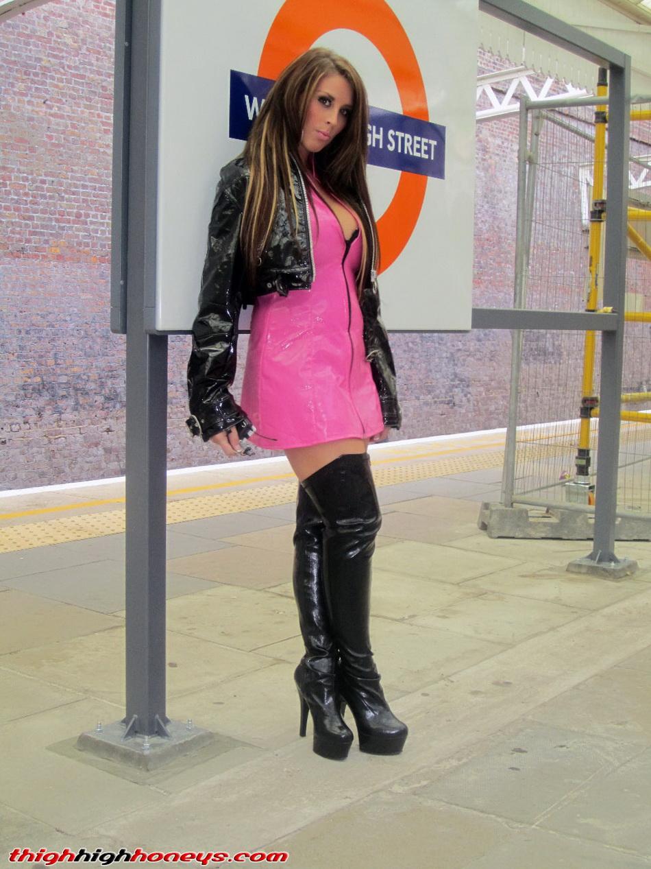 photos-femmes-en-cuir-et-cuissardes-sexy-074